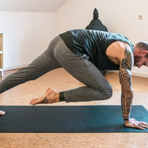 25 Minute Yoga for Strength | Breathe and Flow Yoga