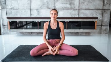 Beginner Yoga to Connect to Yourself | Breathe and Flow