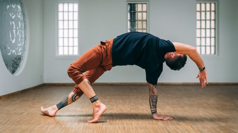45 Minute Advanced Yoga for Strength and Awareness